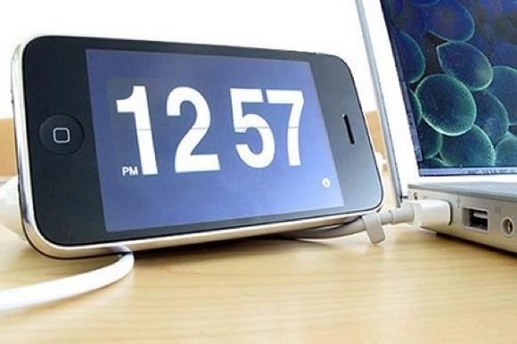 orologio e sveglia su iphoneorologio e sveglia su iphone37504 Apple riconosce il bug della sveglia, tutto normale da oggi