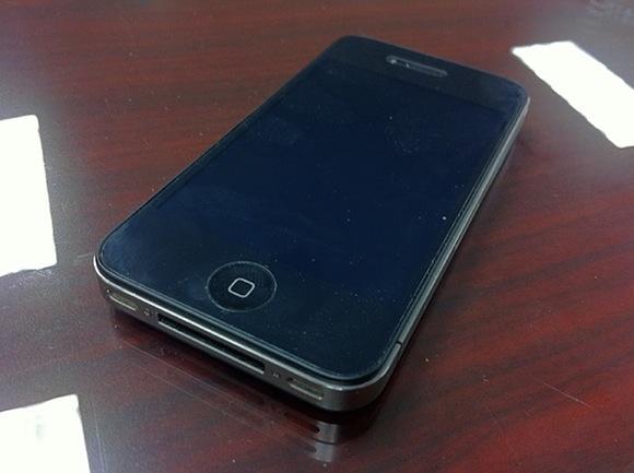 air force iphone 600 Un iPhone 4 sopravvive ad una caduta di 300 metri