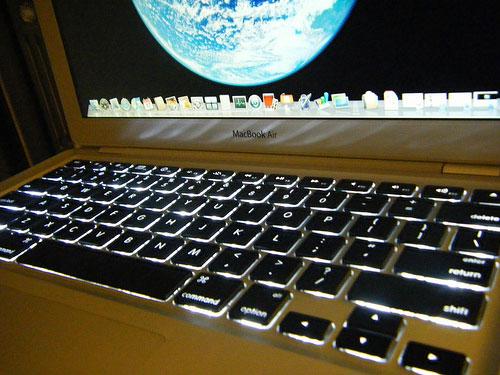 macbook air tastiera La prossima settimana MacBook Air più veloci con tastiera retro illuminata e hard disk da 125/228 Gb