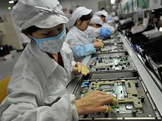 nm foxconn 100607 mn La Foxconn introdurrà un milione di robot entro tre anni