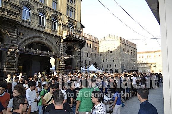 Fila alle 8 580x386 Il reportage di Italiamac dallApple Store di Bologna