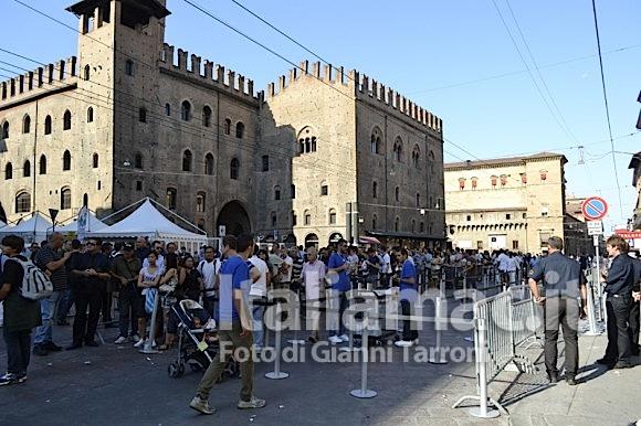Fila ore 11 580x386 Il reportage di Italiamac dallApple Store di Bologna