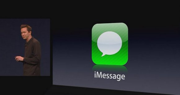wwdc 2011 keynote scott forstall ios 5 imessage logo slide 580x307 Rumors: Apple renderà compatibili iMessage ed iChat in OSX Lion