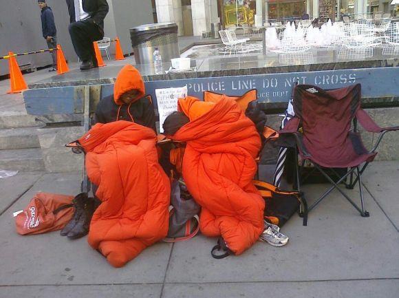 Fila per il 14 580x433 Due ragazzi Americani in fila da 15 giorni per liPhone 4S