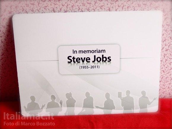 DSCF4293 580x435 Le foto dal vero del francobollo commemorativo di Steve Jobs della Magyar Posta, il servizio postale ungherese