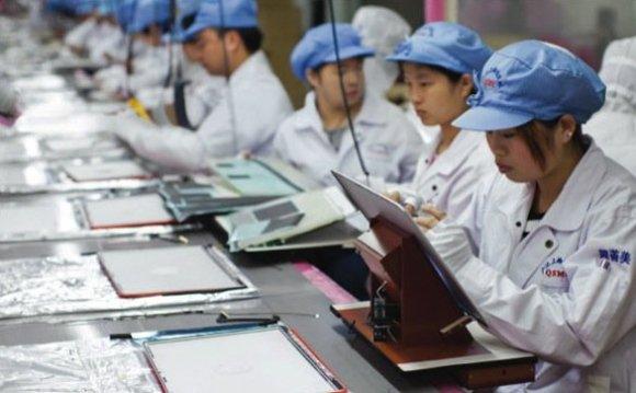 operai cina apple 580x359 Condizioni di lavoro in Cina, piovono accuse anche da ex Manager contro Apple