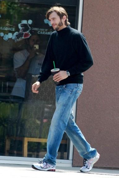 """77638pcn kutcher08 480w Ashton Kutcher sul set di """"Jobs: Get Inspired"""""""