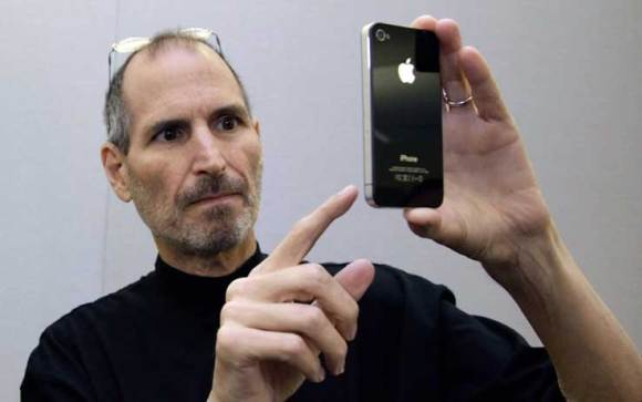 steve jobs iphone 580x363 LiPhone 5 avrà un nuovo look e display da 4 pollici?