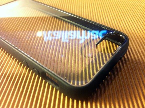 puroclearcovernera01 580x433 Cover iPhone 5 di Puro: Abbiamo provato la Clear e la Soft