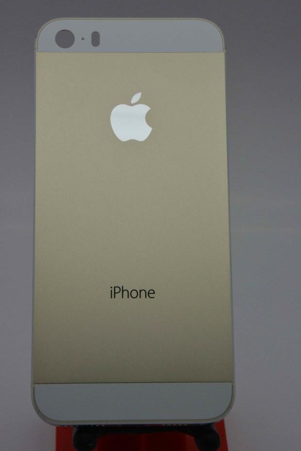 iphone gold champagne 620x927 Nuovi iPhone 5C e 5S svelati da una galleria di oltre 70 immagini