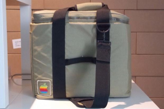 AAA 1615 620x413 All About Apple: presentata la nuova sede a Savona del museo Apple più fornito del mondo