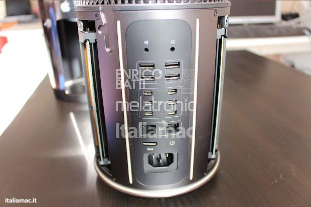 Apple MacPro Black Italiamac 007 620x413 Abbiamo provato il nuovo Mac Pro, il gioiello nero di Apple. Impressioni e galleria fotografica.