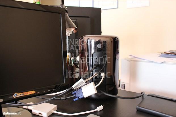 Apple MacPro Black Italiamac 012 620x413 Abbiamo provato il nuovo Mac Pro, il gioiello nero di Apple. Impressioni e galleria fotografica.
