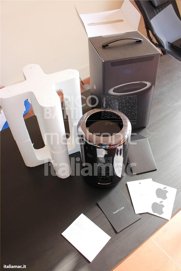 Apple MacPro Black Italiamac 018 620x930 Abbiamo provato il nuovo Mac Pro, il gioiello nero di Apple. Impressioni e galleria fotografica.