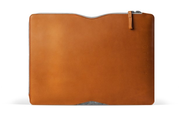 13 Macbook Folio Sleeve Tan Studio 001 620x413 Mujjo Folio Sleeve, la cover che più sottile non si può!