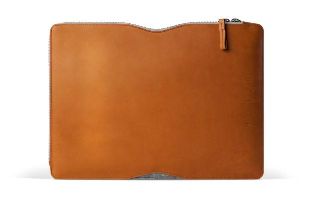 13 Macbook Folio Sleeve Tan Studio 001 620x413 Mujjo Folio Sleeve, la cover che più sottile non si può!
