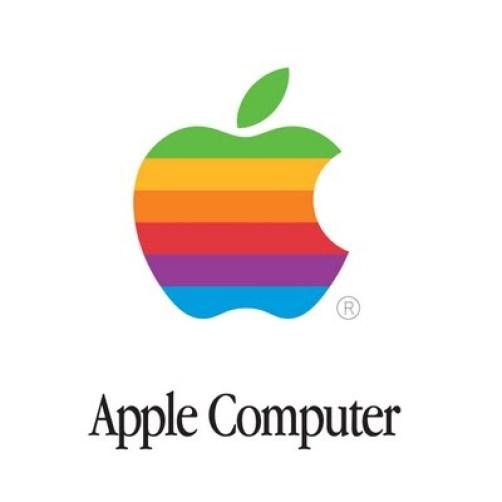 apple computer Le prime insegne del logo dellAzienda di Cupertino, vengono battute allasta