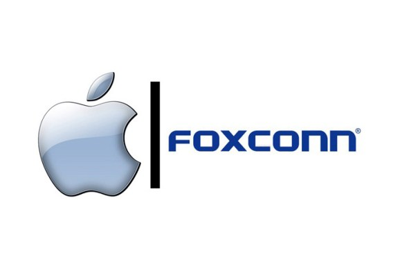 Apple Foxconn logo 620x418 Foxconn vuole collaborare con SHARP nel tentativo di assicurarsi i display per iPhone e iPad