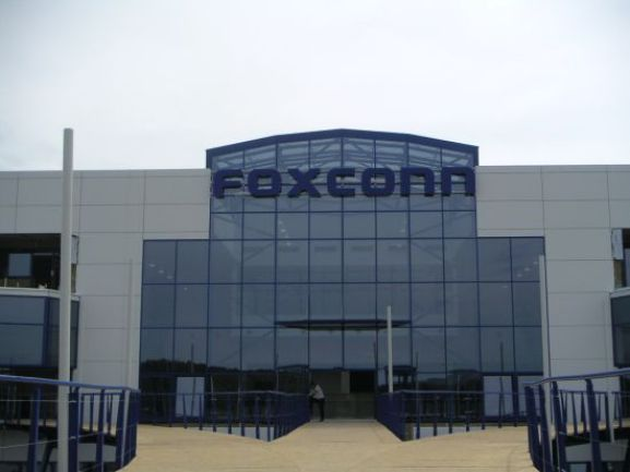 foxconn Foxconn vuole collaborare con SHARP nel tentativo di assicurarsi i display per iPhone e iPad
