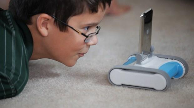 romo kid 620x348 Romo, il robottino domestico che si usa con iPhone