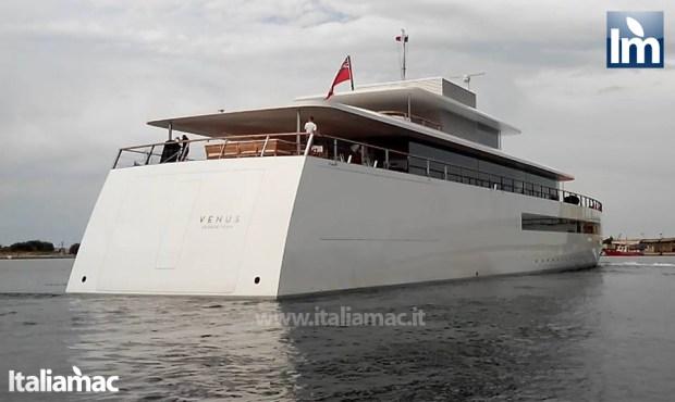 yatch venus steve jobs brindisi 16 620x370 Le foto esclusive di Italiamac dello Yatch Venus di Steve Jobs (ora di Laurene) ormeggiato nel porto di Brindisi nellAdriatico