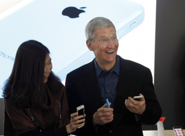 apple tim cook china mobile 620x455 [Rumors] China Mobile al via i preordini per l'iPhone 6, già a quota 33.000