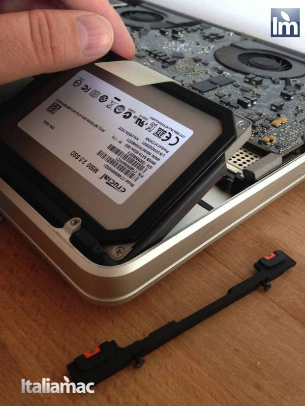 16 Crucial SSD M500 480GB 620x826 Gallery: Montaggio SSD Crucial M500 da 480 GB su MacBook Pro 17