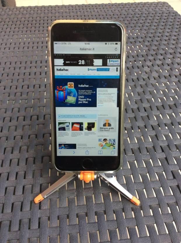 Foto 27 11 14 10 45 59 620x830 Nuovi supporti per iPhone da scrivania ed auto della Kenu.