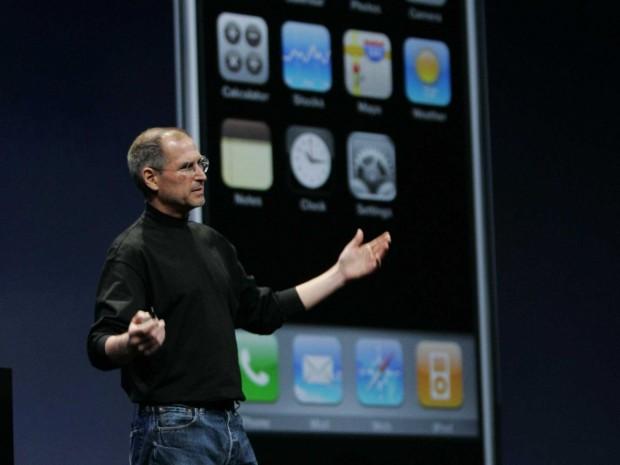 steve jobs iphone 1 620x465 [Video] Il 9 Gennaio 2007 Steve Jobs presenta il primo iPhone + Video Italiamac