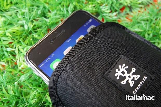 Clumpler Cover neoprene 4 1280x853 Crumpler Smart Condo 100, una cover a pochette per iPhone 6 Plus