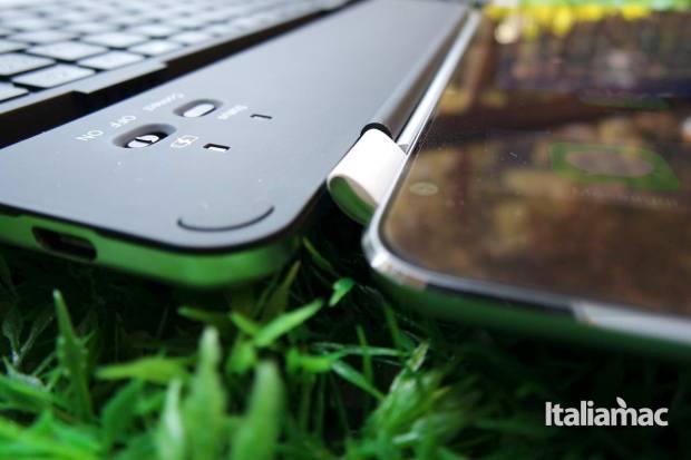 d mail keyboard14 La tastiera per iPad Air che fa anche da smart cover