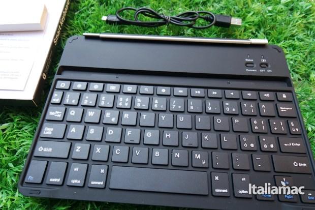 d mail keyboard21 La tastiera per iPad Air che fa anche da smart cover