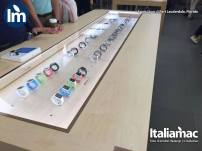 %name Foto di Apple Watch e nuovo MacBook allApple Store di Fort Lauderdale, Florida (USA)