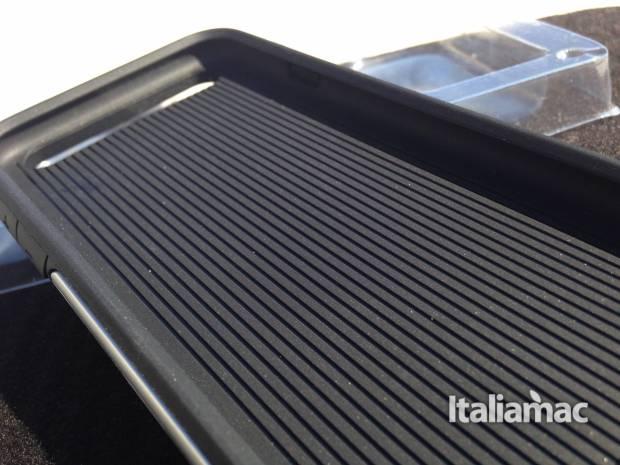 strong case interno 620x465 Strong Case di Cable Technologies, per difendere al meglio il tuo iPhone