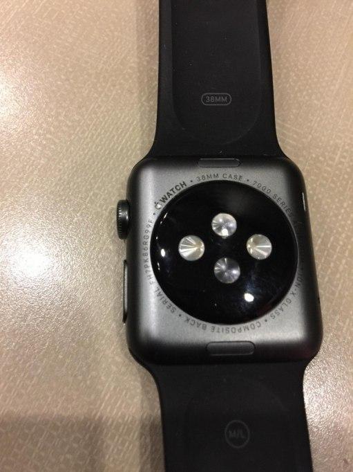 Apple-Watch-peeling-780x1040
