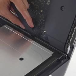 mivonsf1cb63l4pg 2 250x250 iFixit smonta lultimo modello di iMac 21.5, annunciato da Apple questa settimana