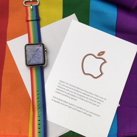 momr4c0 2 Apple partecipa al Pride di San Francisco e regala cinturini Apple Watch agli impiegati