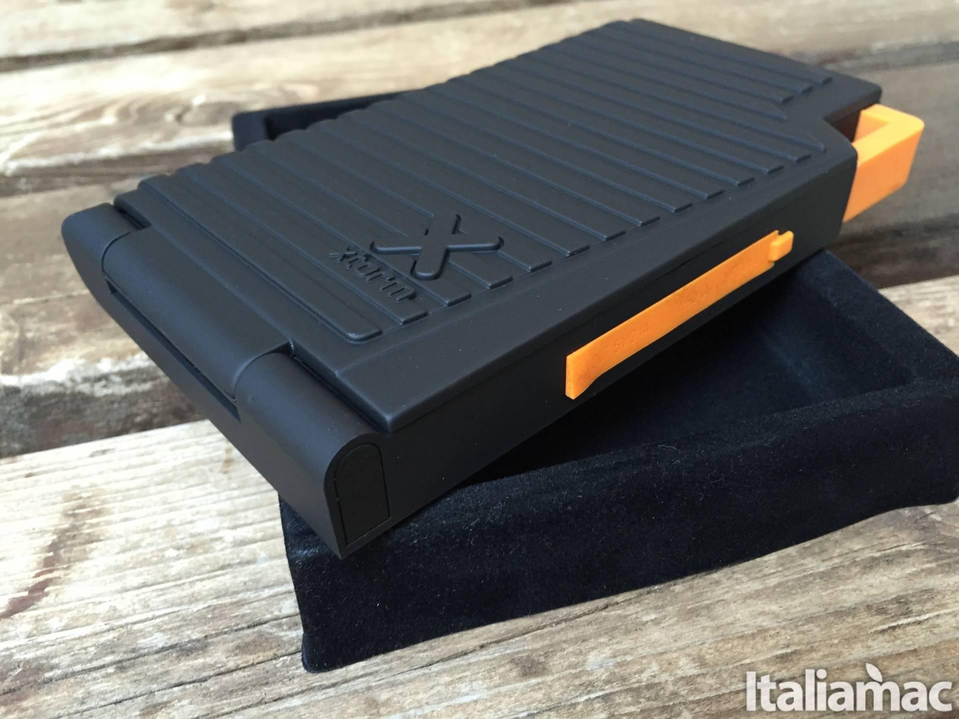 %name Evoke Solar Charger: Il caricabatterie con pannelli solari per tutti i dispositivi
