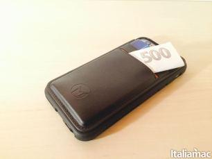 %name Arriva MEGAVERSE, la custodia per iPhone con micro ventose che si attacca ad ogni superficie