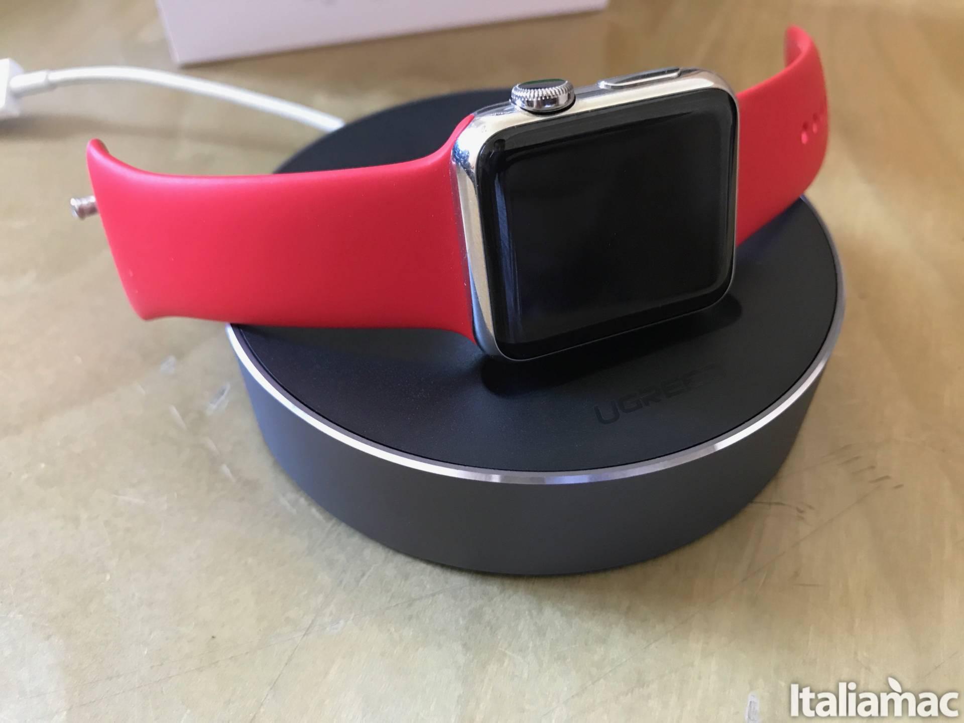 %name Lo stand di Ugreen per Apple Watch con raccogli cavo
