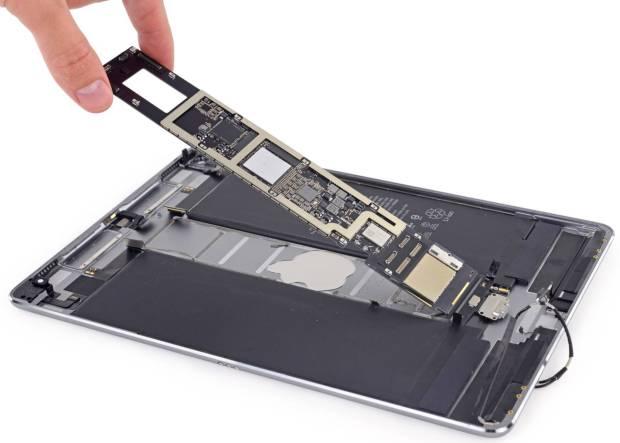 www.italiamac.it 10.5 inch ipad pro ifixit teardown 002 Il teardown di iFixit rivela 4GB di RAM sul nuovo iPad Pro da 10.5 pollici