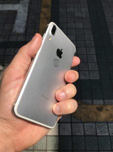 %name Sarà questo il design finale di iPhone 8? I rumors sono contrastanti