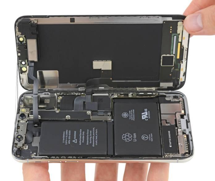 www.italiamac.it iphone x nasconde una doppia batteria iphone x ifixit teardown 002 iPhone X nasconde una doppia batteria che offre due ore in più di autonomia
