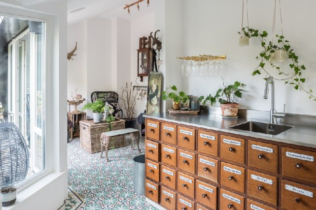 10ideas-to-steal-from-scandinavian style interiors- ITALIANBARK - interiordesignblog- green at home 2 (2)