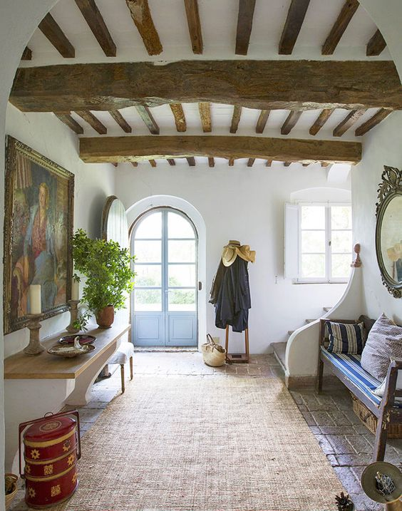 Italian style interiors 10 top ideas to steal from for Italian villa decorating ideas