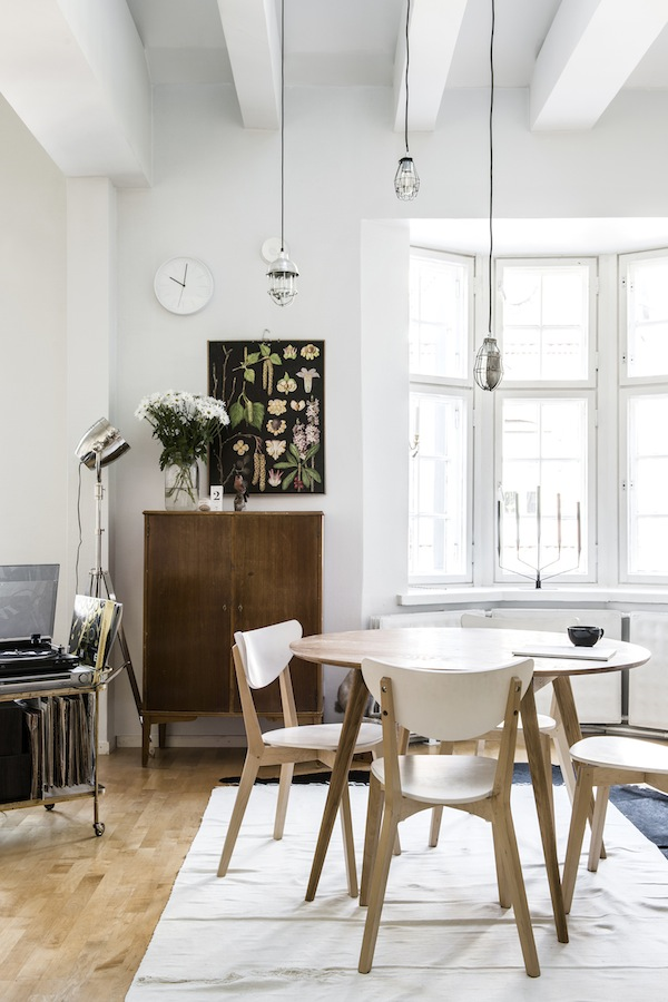 Finnish Interior Design home tour | relaxed finnish interior with green and vintage