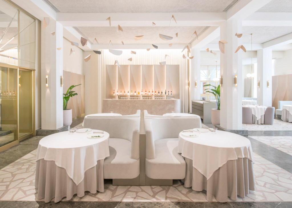 odette-universal-design-studio-singapore-restaurant-design-2