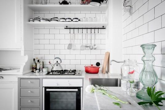total-white-small-apartment-sweden-italianbark-interiordesignblog (14)