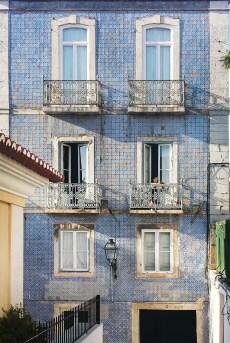 reasons visit portugal, azulejos facade, blue tiles facade, lisbon