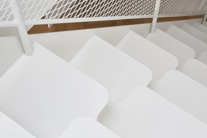 compact staircases design, small spaces ideas, small interiors, italianbark interior design blog, white interior